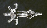 Fibula a staffa in argento, rinvenuta a Stezzano in una tomba ostrogota, V-VI sec. d.C.