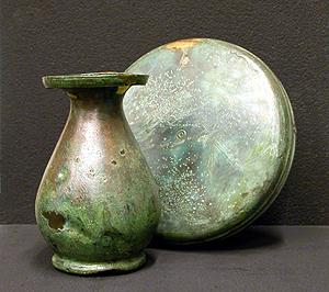 Fiasca da pellegrino e brocca tipo Ornavasso in bronzo, da una sepoltura di Calcinate, cultura La Téne, I sec. a.C.