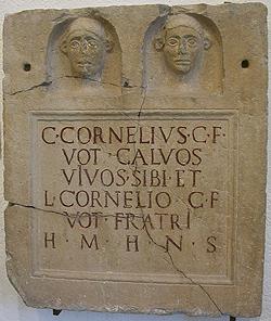 Lastra funeraria con i ritratti in nicchie separate di Cornelio Calvo e del fratello, Grassobbio, inizio I sec. d.C.